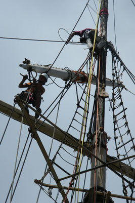 Dismantling the rigging of the Falls of Clyde